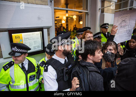 London, UK. 29th July, 2016. Police officers form a line around a branch of Byron in Covent Garden during a protest - Stock Photo