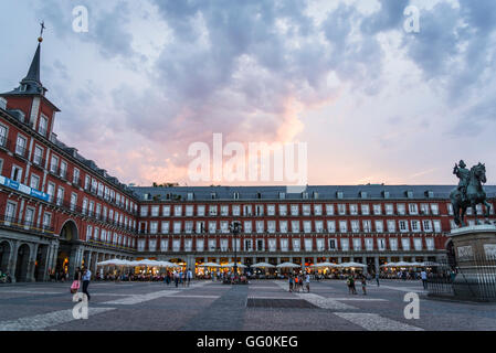 The Plaza Mayor at night, in the centre of Madrid, Spain ...
