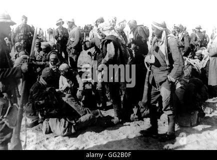 Turkish prisoners in an English camp Sinai 1918 Egypt - World War I Vincennes. War museum - Stock Photo