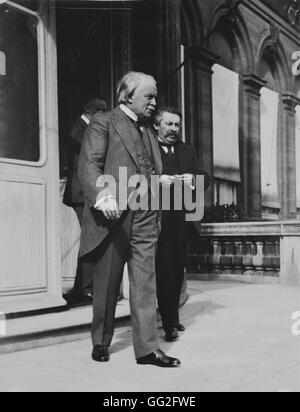 British Prime Minister Lloyd George and French President of the Council Aristide Briand leaving the Supreme Council - Stock Photo