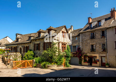 Church of Sainte Eulalie d'Olt on river Lot, labelled Les Plus Beaux Villages de France, Aveyron, , France - Stock Photo