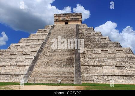 The historic Mayan site of Chichen Itza on the Yucatan Peninsula of Mexico, Central America. - Stock Photo
