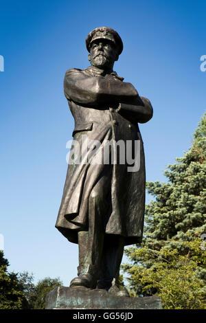 UK, England, Staffordshire, Lichfield, Museum Gardens, statue of Titanic captain Edward Smith - Stock Photo