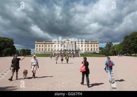 The Royal Palace, (Kongelige Slott) official residence of the present Norwegian monarch King Harald V, Oslo, Norway - Stock Photo