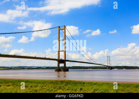 Humber bridge looking north. - Stock Photo