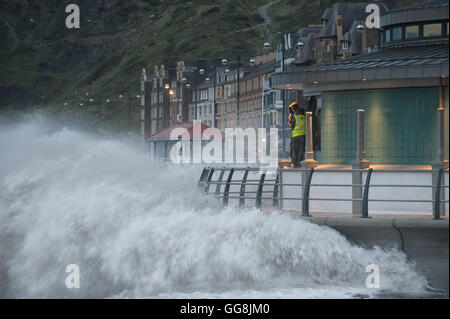 Aberystwyth, Ceredigion, West Wales, UK. 3rd August, 2016. UK Weather: High winds gusting to 41 Knots hit the West - Stock Photo