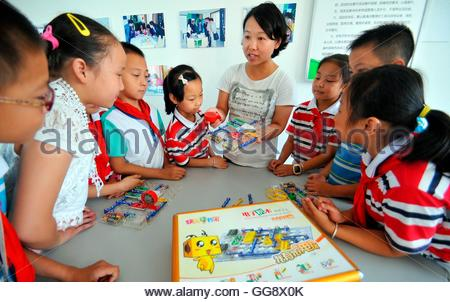 Anqing, China. 10th Aug, 2016. Hundreds of primary school students attend the Summer camp of quality expansion organized - Stock Photo