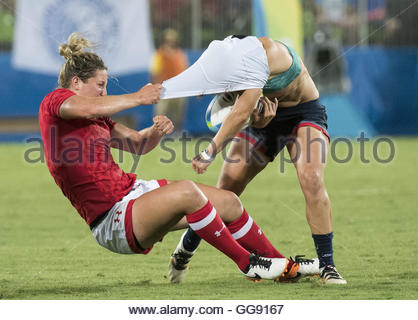 Rio de Janeiro, Brazil. 8th Aug, 2016. CORRECTION: Canada's KELLY RUSSELL takes down Great Britain's KATY MCLEAN - Stock Photo