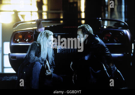 NUR NOCH 60 SEKUNDEN Gone in Sixty Seconds USA 2000 Dominic Sena Sway (ANGELINA JOLIE) and Randall (NICOLAS CAGE) - Stock Photo