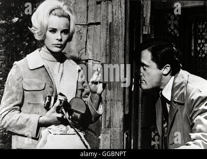 Mitternacht Canale Grande (The Venetian Affair) USA 1966 / Jerry Thorpe ELKE SOMMER (Sandra Fenner), ROBERT VAUGHN - Stock Photo