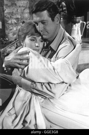 DARLING LILI / Darling Lili USA 1969 / Blake Edwards Major Larrabee (ROCK HUDSON), Lili Smith (JULIE ANDREWS) Regie: - Stock Photo