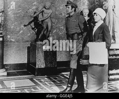 DARLING LILI / USA 1970 / Blake Edwards ROCK HUDSON (Major William Larrabee), JULIE ANDREWS (Lili Smith) Regie: - Stock Photo