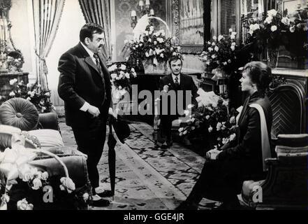 DARLING LILI / USA 1970 / Blake Edwards JACQUES MARIN (Duvalle), ANDRE MARANNE (Liggett), JULIE ANDREWS (Lilli Smith) - Stock Photo