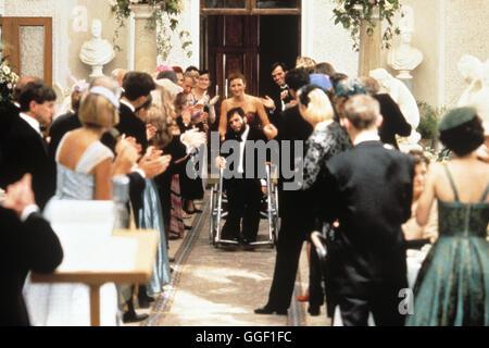 MEIN LINKER FUß / My Left Foot IRL/GB 1989 / Jim Sheridan Szene mit DANIEL DAY-LEWIS (Christy Brown, im Rollstuhl). - Stock Photo