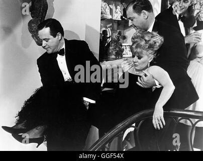 WIE BRINGT MAN SEINE FRAU UM ? / How to murder your wife USA 1964 / Richard Quine JACK LEMMON (Stanley Ford), CLAIRE - Stock Photo