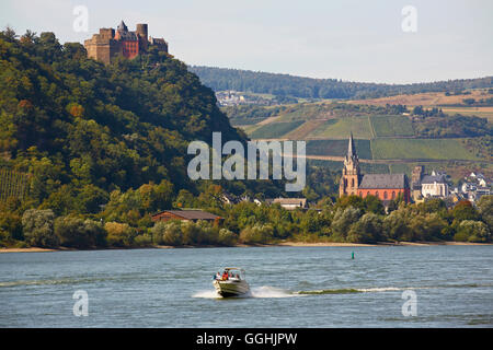 View across the river Rhine to Schoenburg castle and Parish Church of Our Lady, Liebfrauenkirche in Oberwesel, Mittelrhein, - Stock Photo