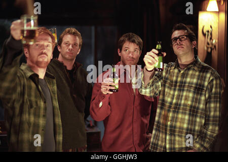 DREAMCATCHER / Dreamcatcher USA 2003 / Lawrence Kasdan Gary 'Jonesy' Jones (DAMIAN LEWIS), Dr. Henry Devlin (THOMAS - Stock Photo
