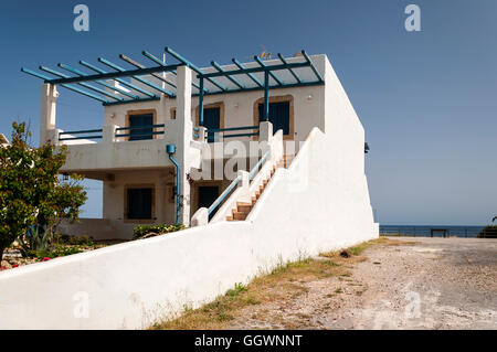 ... A typical Greek style house near to the town of Makrigialos on Crete. -  Stock