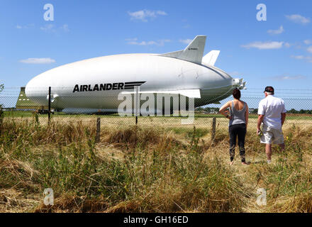 Cardington, Bedfordshire, UK. 07th Aug, 2016. The world's largest aircraft was brought out of its hangar for the - Stock Photo