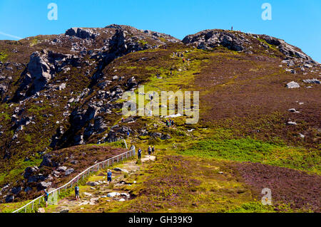 Walkers at Slieve League sea cliffs in Donegal, Ireland - Stock Photo