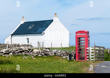 A remote telephone kiosk near Cleit on the island of Barra in the Outer Hebrides. - Stock Photo