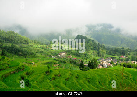 A number of buildings within the Cloud Rice terraces of Yunhe county  in Chaoshan in zhejiang province China. - Stock Photo