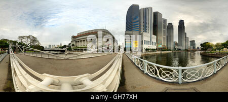 VR Shot Cavenagh Bridge Boat Quay full 360 looking up boat quay Singapore - Stock Photo