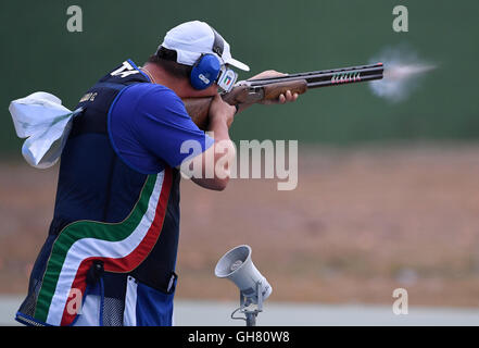 (160808) -- RIO DE JANEIRO, August 8, 2016(Xinhua) --Italy's Giovanni Pellielo competes during the men's trap final - Stock Photo