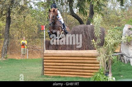 Rio de Janeiro, Brazil. 8th August, 2016. Fence 6a. Sandra Auffarth (GER) riding OPGUN LOUVO. Equestrian Eventing - Stock Photo