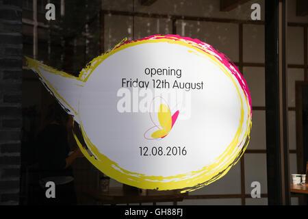 Victoria Street, London, UK. 9th August, 2016. Window sign. New itsu restaurant under construction on Victoria Street, - Stock Photo