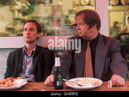 MUXMÄUSCHENSTILL / D 2004 / Marcus Mittermeier Mux (JAN HENRIK STAHLBERG) und Gerd (FRITZ ROTH) Regie: Marcus Mittermeier - Stock Photo