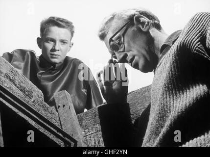 WIE IN EINEM SPIEGEL Sasom i en spegel Schweden 1961 Ingmar Bergman LARS PASSGARD (Fredrik/Minus) and MAX VON SYDOW - Stock Photo