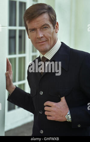 ROGER MOORE, Date of Birth: 14 october 1927, Stockwell London, UK. Celebrate his 80th Birthday on 14. oct. 2007. - Stock Photo
