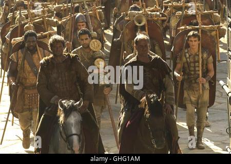 COLIN FIRTH (Aurelius), OWEN TEALE (Vatrenus) und die römischen Legionäre. Regie: Doug Lefler aka. The Last Legion - Stock Photo