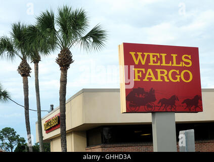 September 28, 2016 - Orlando, Florida, United States - A Wells Fargo bank branch is seen in Orlando, Florida on - Stock Photo