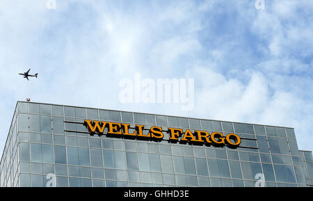 September 28, 2016 - Orlando, Florida, United States - A Wells Fargo bank building is seen in Orlando, Florida on - Stock Photo