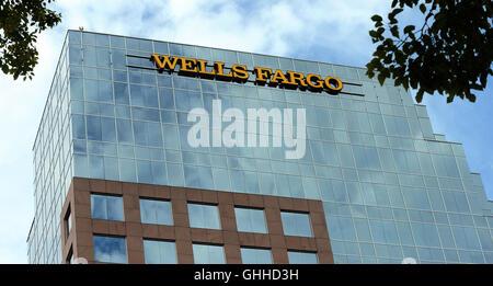 September 28, 2016 - Orlando, Florida, United States - A Wells Fargo bank building is seen in Orlando, Florida on - Stock Photo