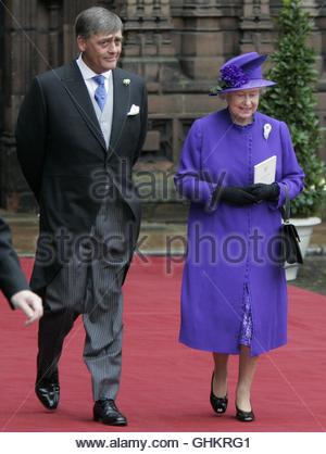 File photo dated 6/11/2004 of the Duke of Westminster and Queen Elizabeth II leaving Chester Cathedral following - Stock Photo