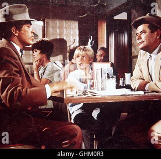 Die Indianer Jimmyboy, der wegen Mordes gesucht wird, und Antoine haben sich auf dem Grundstück von Farmer Smith - Stock Photo