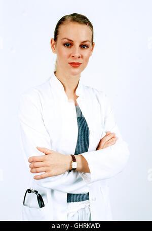 FIEBER - ÄRZTE FÜR DAS LEBEN - AiPlerin Katja Heinrich (MARLENE MARLOW) beeindruckt Gottfried mit ihren ausgezeichneten - Stock Photo