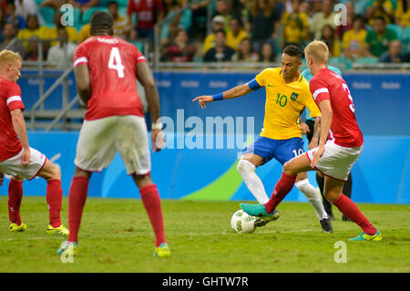 Salvador, Brazil. 10th August, 2016. OLYMPICS 2016 FOOTBALL SALVADOR - Neymar bid dispute in the match between Brazil - Stock Photo