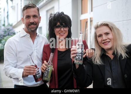 Hamburg, Germany. 10th Aug, 2016. Designer and gastronomer Jan Schawe (l-r), singer Nena and perfumer Kim Weisswange - Stock Photo