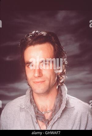 MEIN LINKER FUSS - Der schwerstbehinderte Christy Brown (DANIEL DAY LEWIS) wird erst gefördert, als es ihm gelingt, - Stock Photo