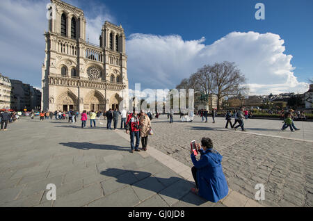 tourists taking photos in front of Cathedrale Notre Dame, Île de la Cité, Paris, France - Stock Photo