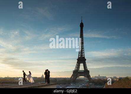 wedding photography at the Palais de Chaillot with the Eiffel Tower as backdrop, Paris, France - Stock Photo