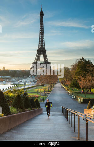 a jogger in the Jardins du Trocadero with the Eiffel Tower beyond, Paris, France - Stock Photo