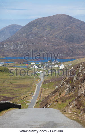 The view down a single track road to Leverburgh, Isle of Harris, Outer Hebrides, Scotland. - Stock Photo