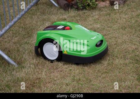 Green Viking MI 422 P iMow robotic lawn mower cutting grass Countryfile Live Blenheim UK - Stock Photo