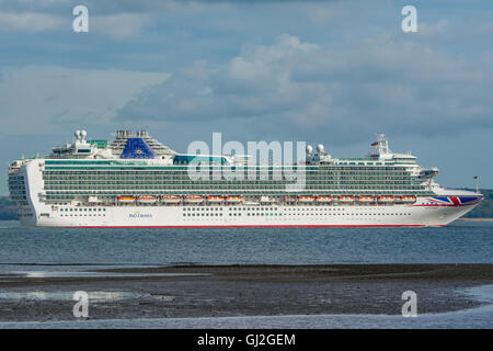 The P&O cruise ship Ventura departing Southampton, UK on the 22nd May 2016. - Stock Photo