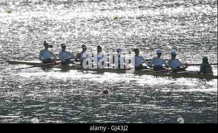 Rio de Janeiro, Brazil. 11th Aug, 2016. A womes Eights of the USA practice prior to the races of the Rowing events - Stock Photo